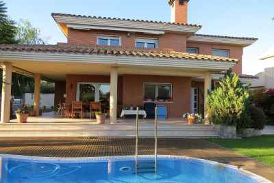 Big house with a swimming pool close to the beach in Costa Dorada